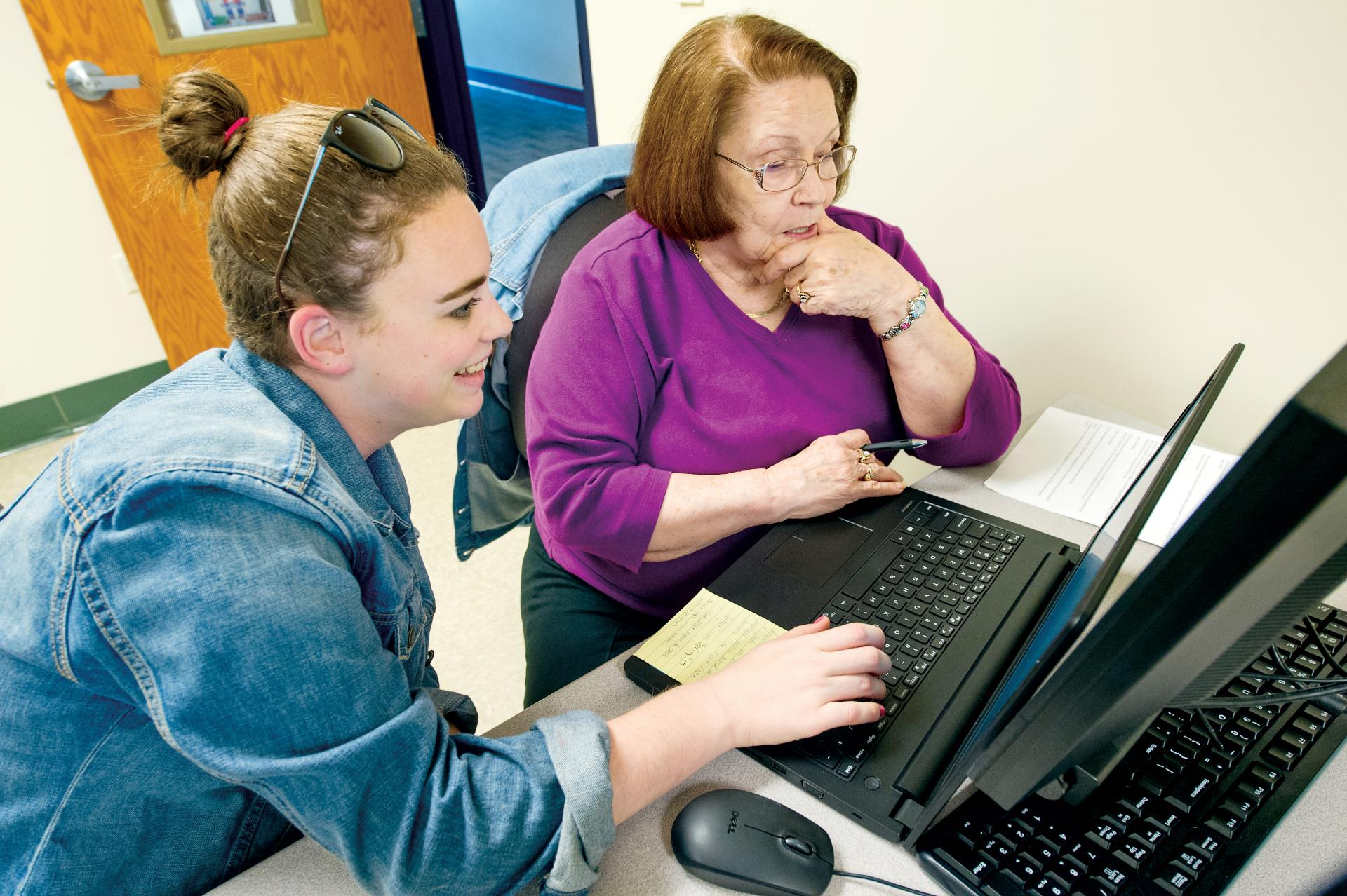 Madison Fortier '19 works with locals as part of the Cyber Seniors program.